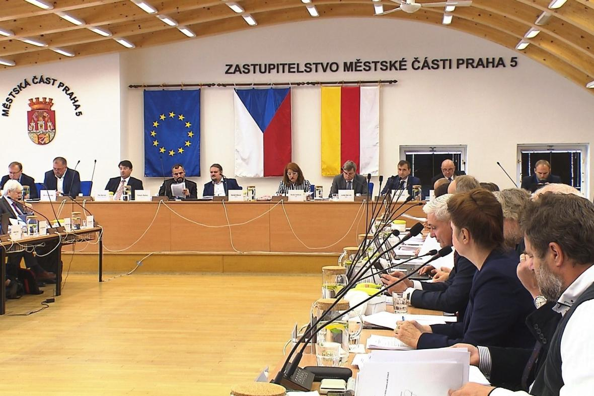 Zasedání zastupitelstva Prahy 5 s novou starostkou Renátou Zajíčkovou