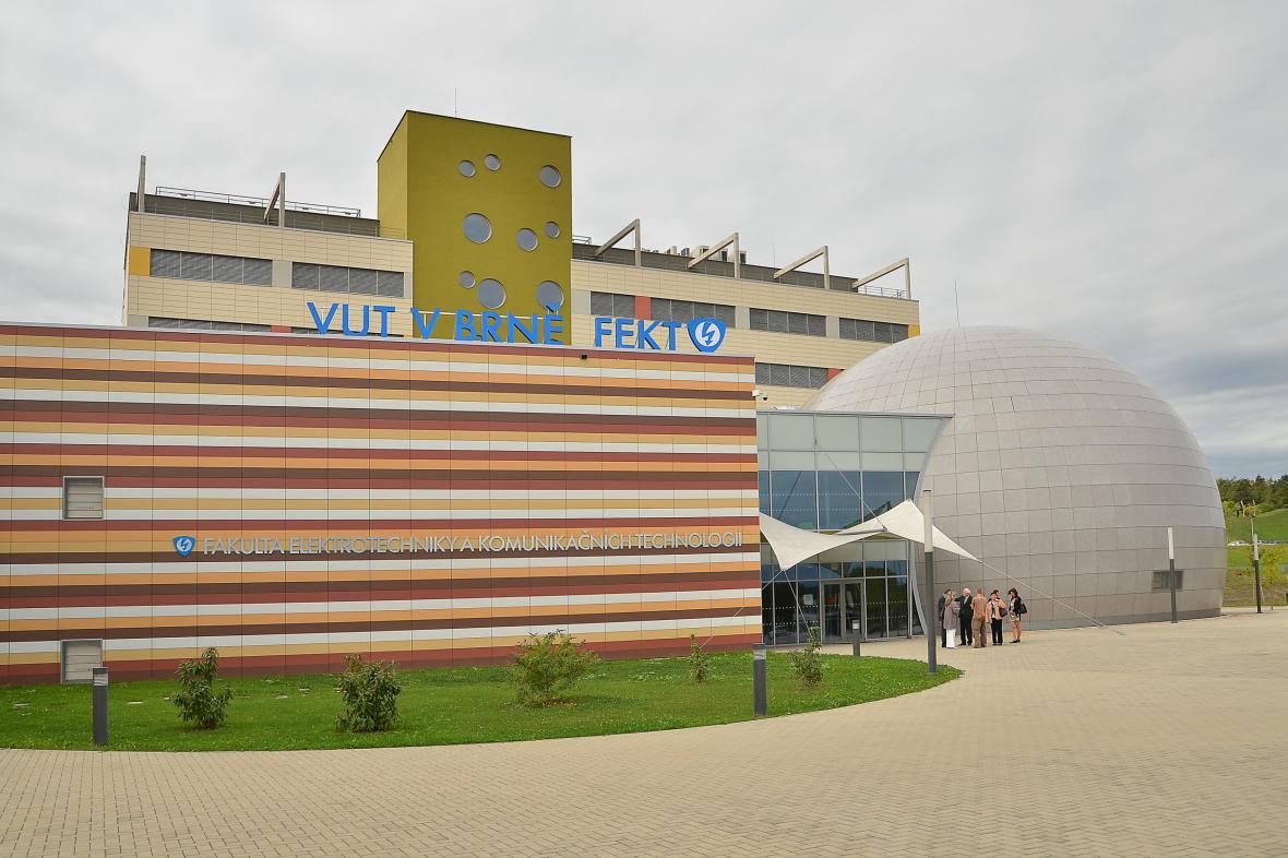 Budova fakulty elektrotechniky a komunikačních technologií VUT v Brně