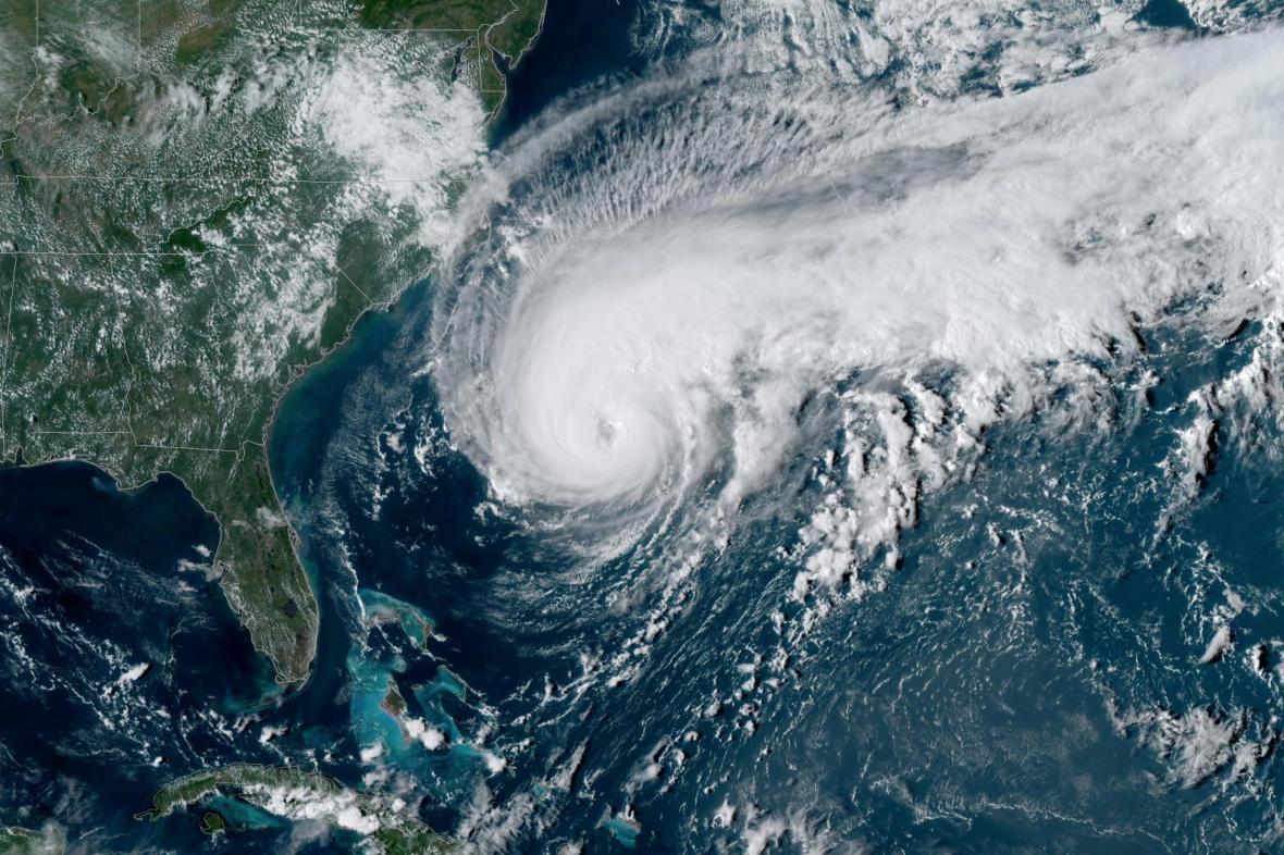 Hurikán Humberto západně od Baham