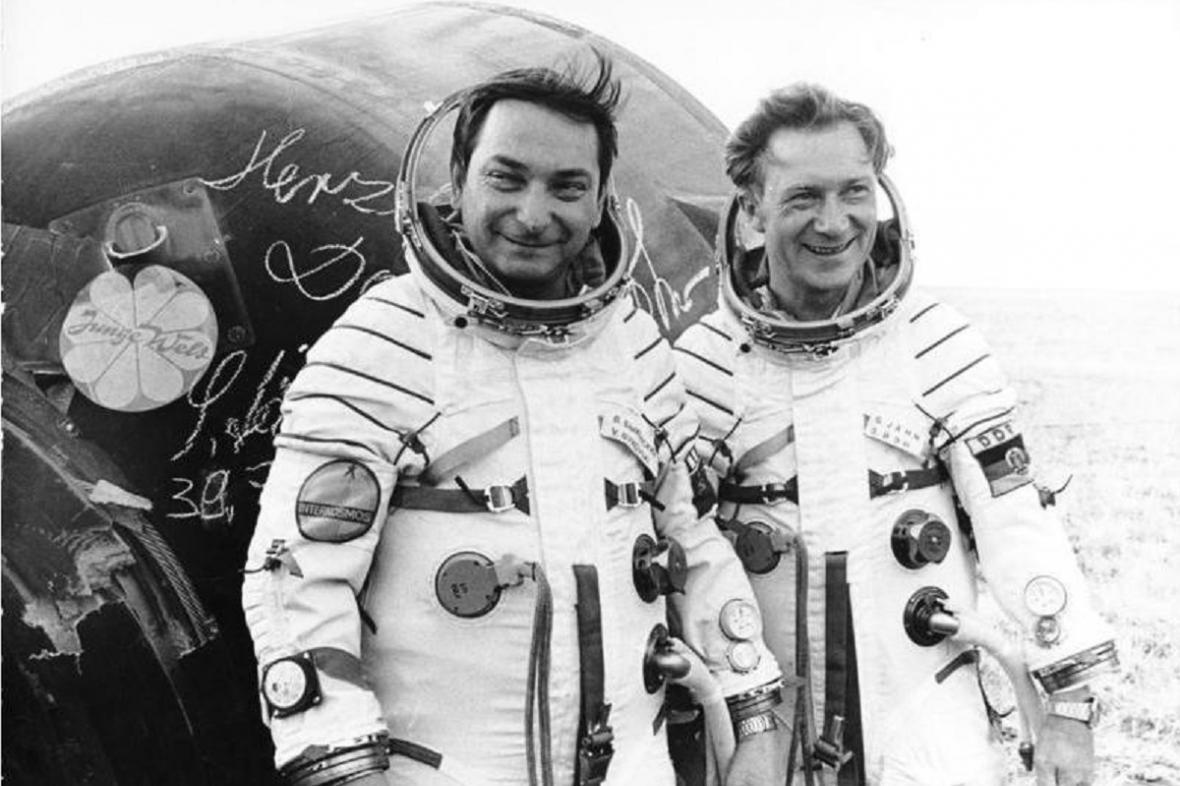 Kosmonauti Bykowski (vlevo) a Jähn (vpravo)