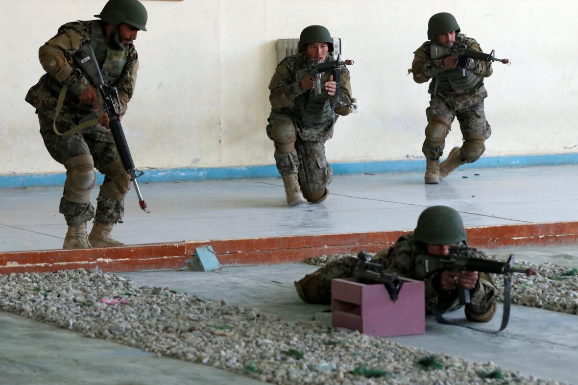 Afghánští vojáci na cvičení
