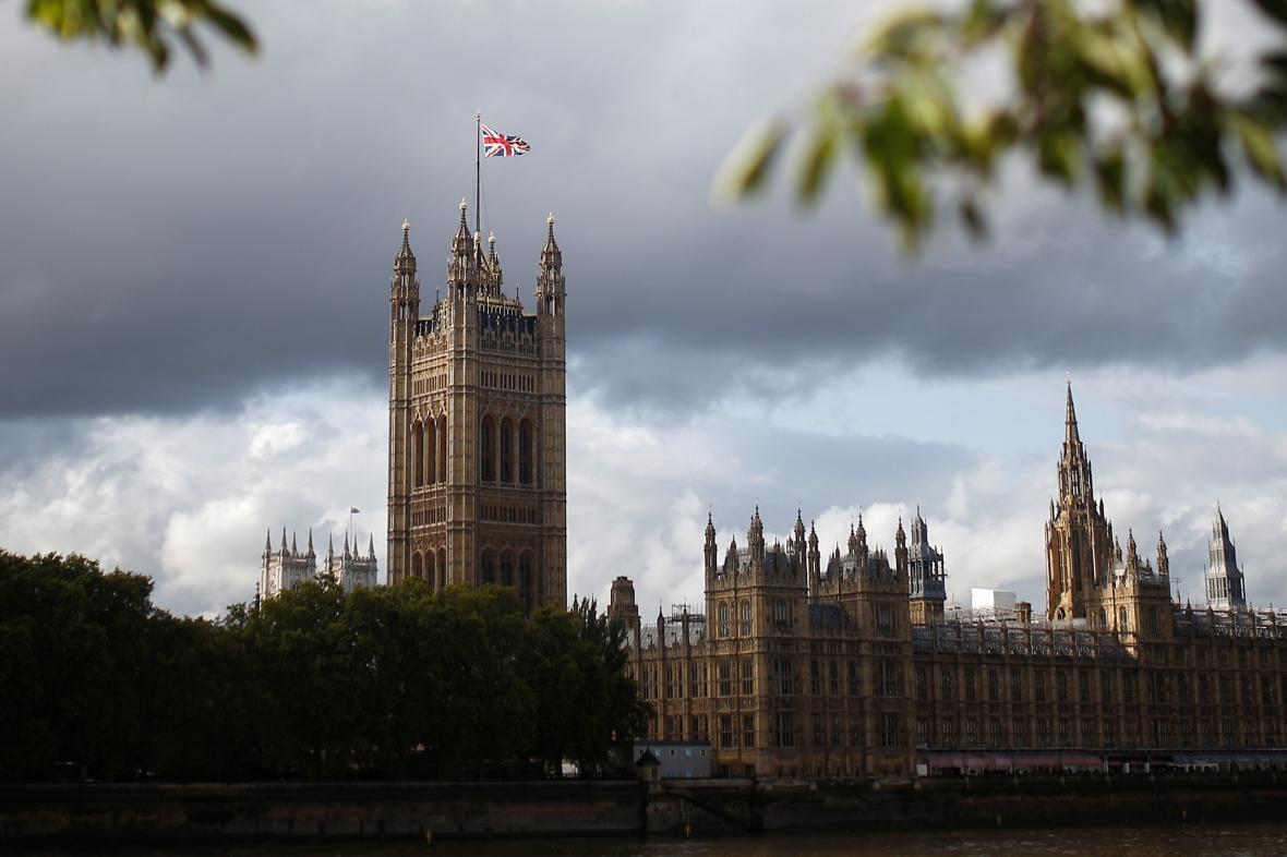 Pohled na sídlo britského parlamentu