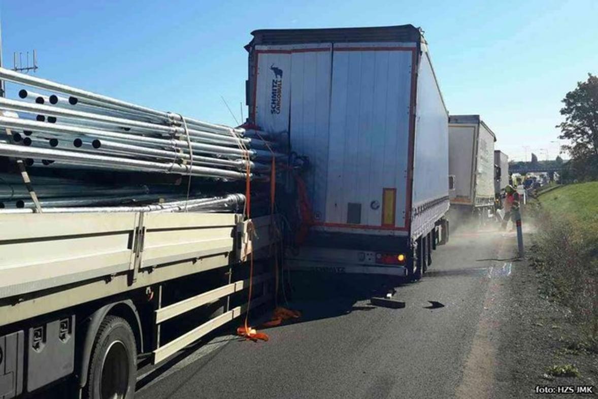 Nehoda kamionů na D1 u Vyškova
