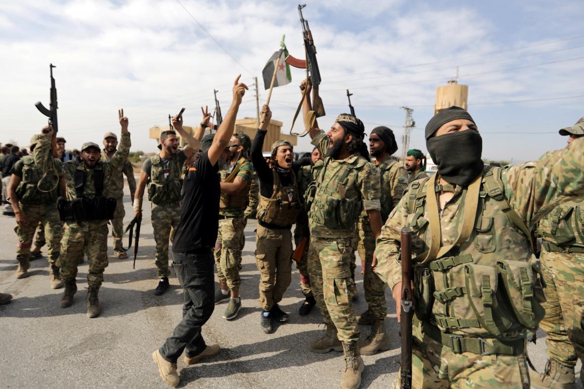 Syrští ozbrojenci účastnící se turecké ofenzivy