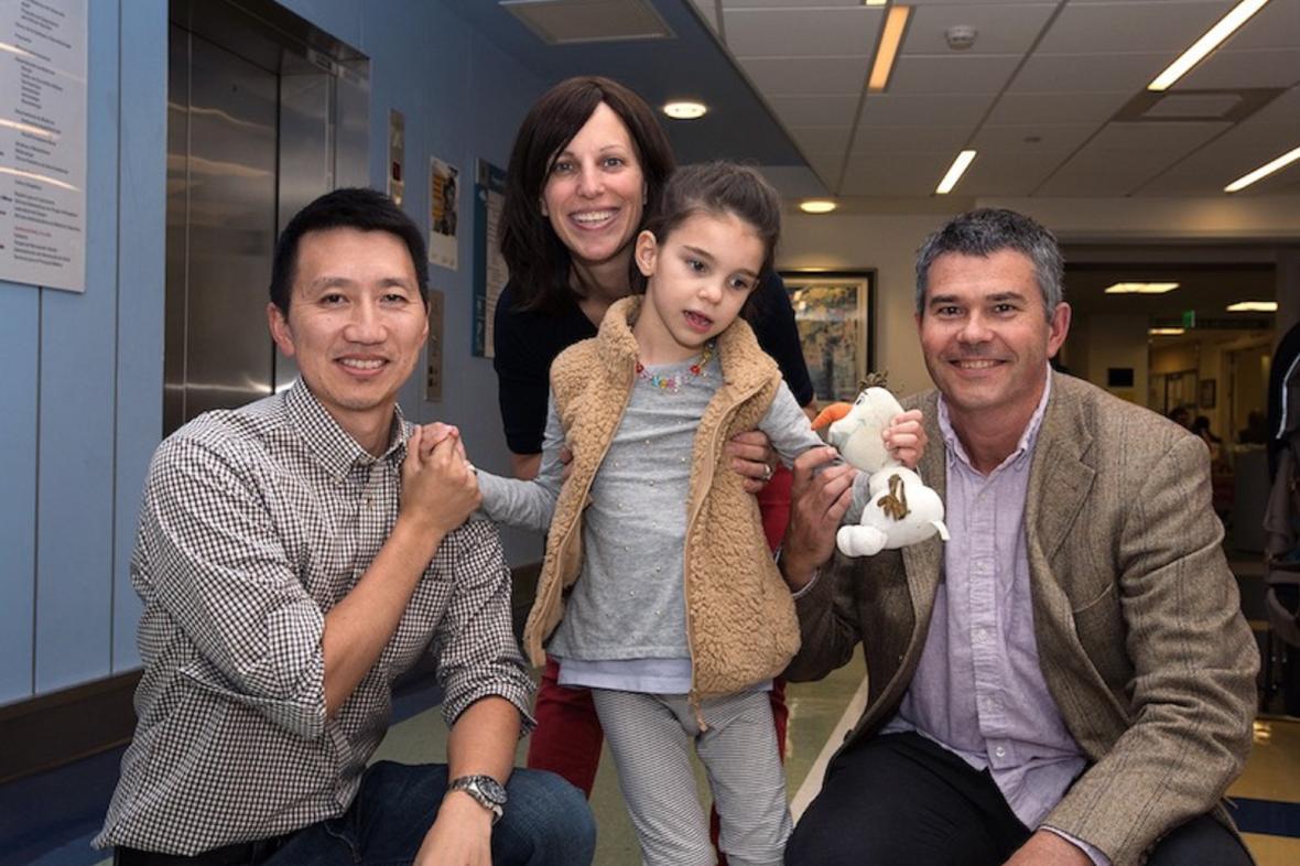 Mila s rodiči a doktorem Yu (vlevo)