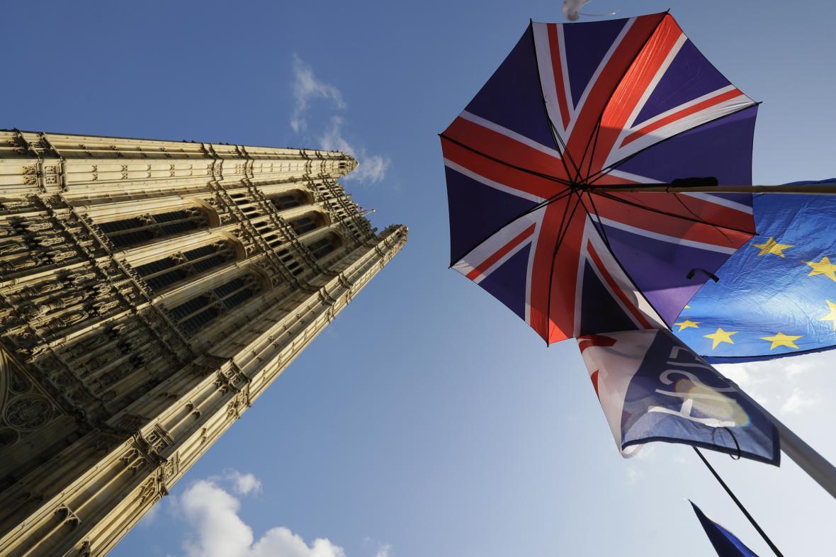 Britský parlament řeší brexit
