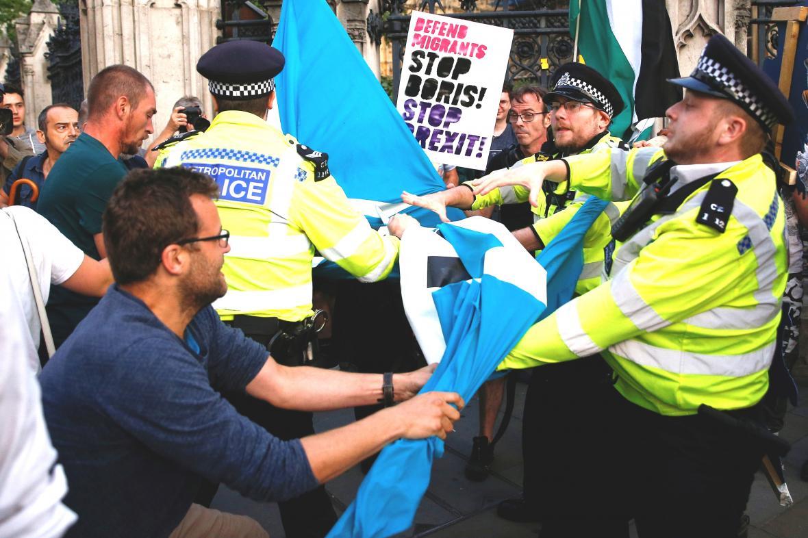 Potyčky při srpnové demonstraci kvůli brexitu