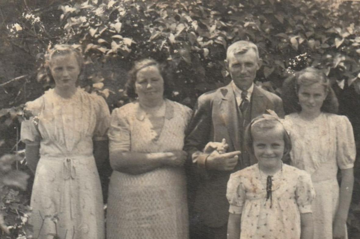 Hejtmánkovi s dcerami krátce po válce