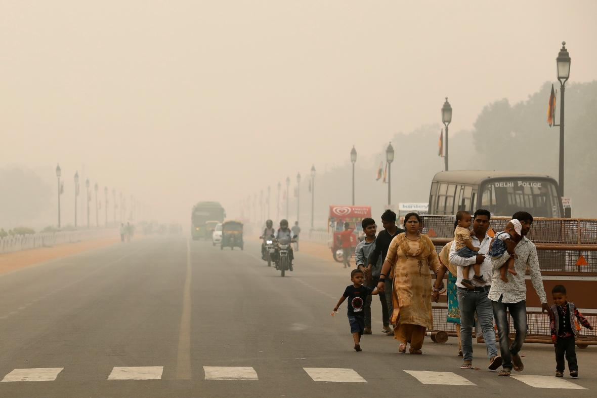 Indické Dillí zahalil smog