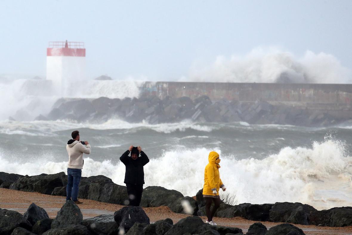 Bouře Amélie na jihofrancouzském pobřeží