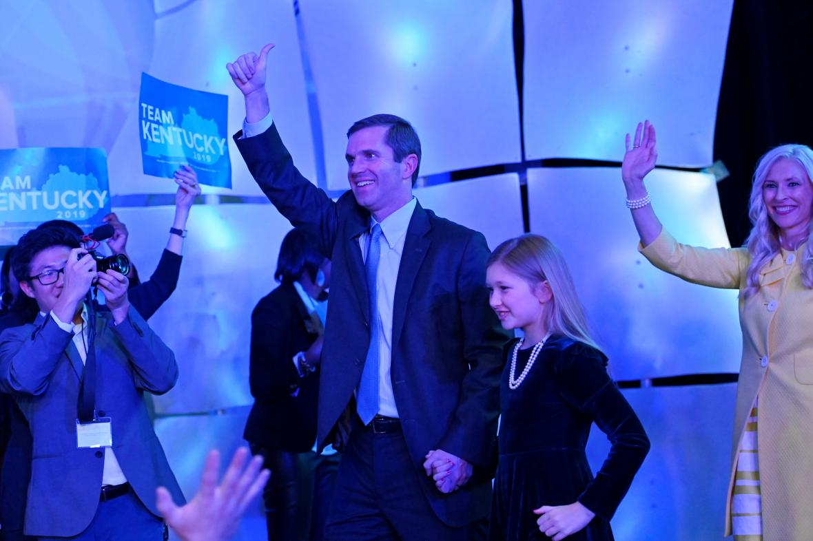 Beshear ve svém volebním štábu