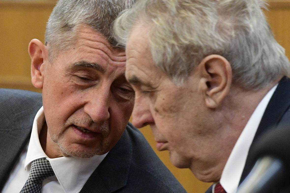 'NE MOŽEMO ČEKATI': Češki premijer i predsjednik podržali vakcinisanje 'Sputnjikom V' bez odobrenja EU!