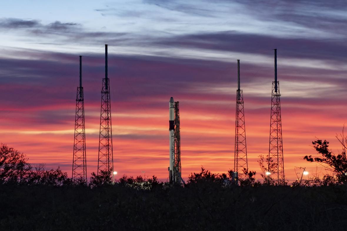 Raketa Dragon před startem