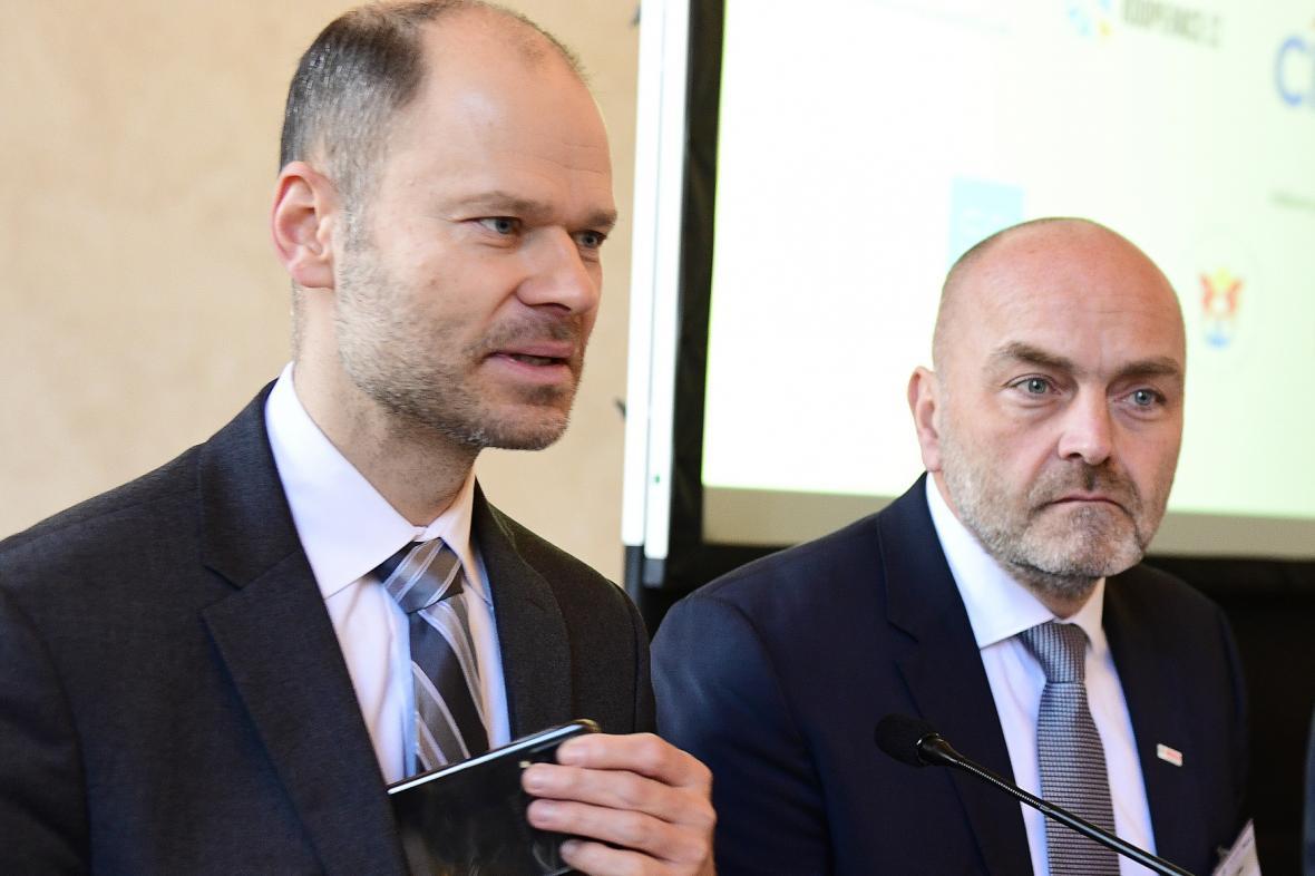 Radek Špicar ze Svazu průmyslu a dopravy ČR (vlevo) a Milan Šlachta z Bosch Group.