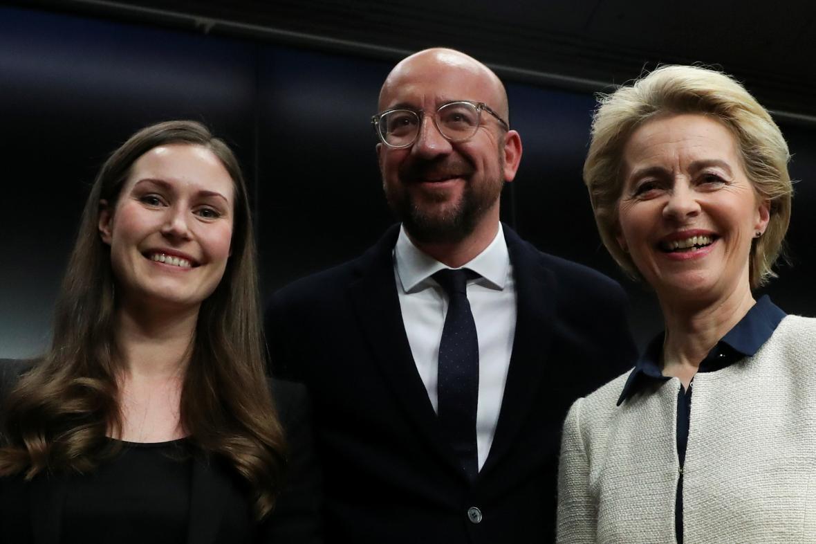 Finská premiérka Marinová, předseda ER Michel a předsedkyně EK von der Leyenová