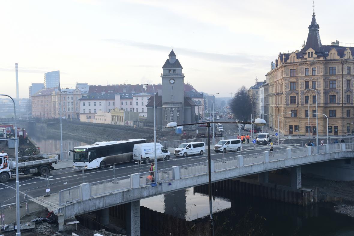 Most v Komenského ulici v Olomouci se částečně otevřel dopravě