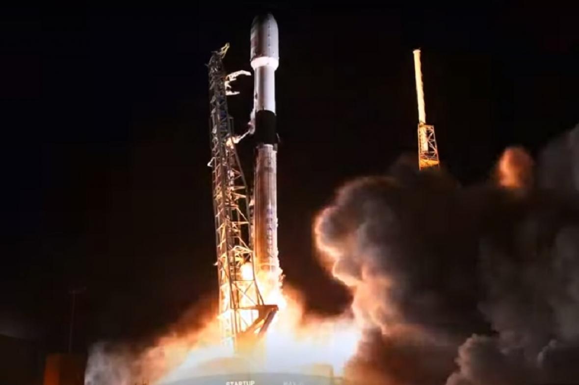 Start rakety, která vynesla družice Starlink
