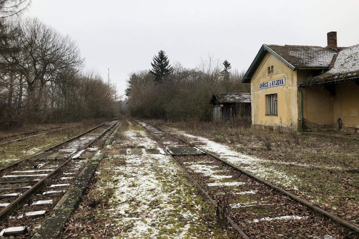 Opuštěná železniční stanice v Uhřicích