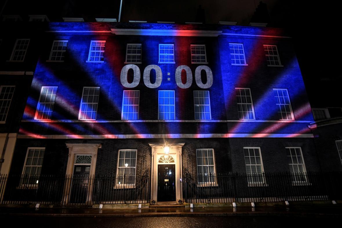 Okamžik, kdy Velká Británie opustila EU. Odpočet běžel na sídle premiéra Borise Johnsona