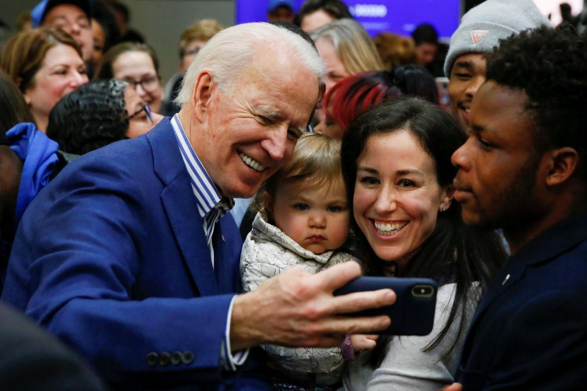 Joe Biden s příznivci v Jižní Karolíně
