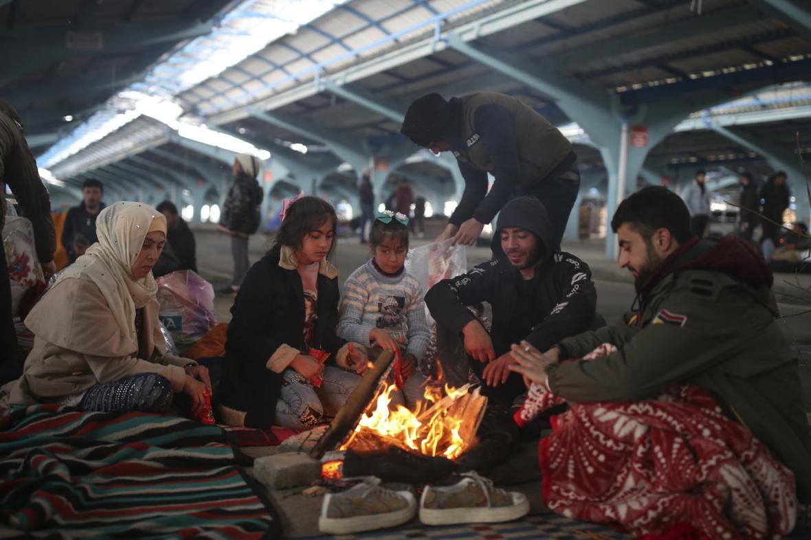 Migranti stanují nedaleko řecko-turecké hranice