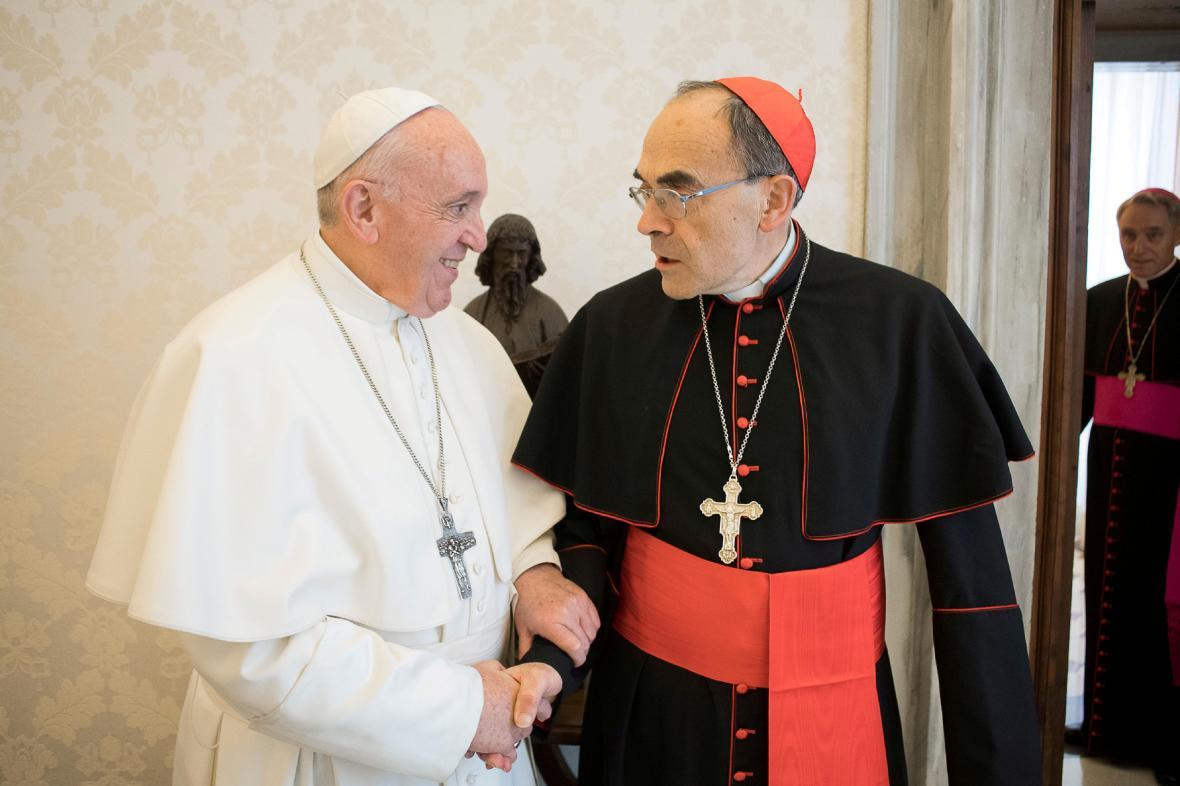 Papež František a arcibiskup Barbarin na snímku z března 2019