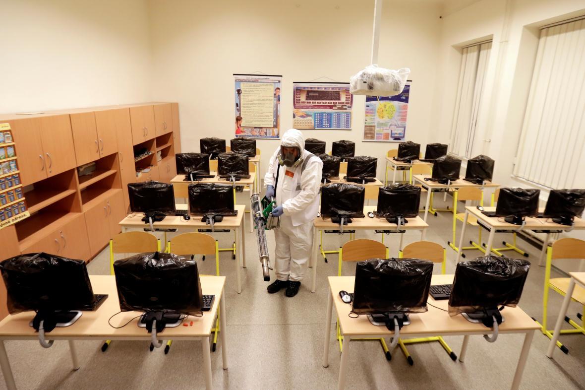 Desinfekce na pražské základní škole
