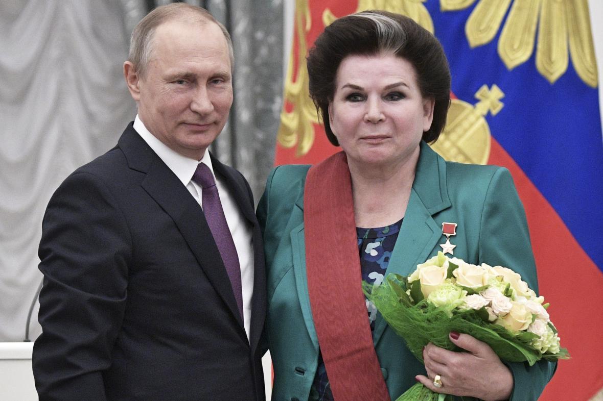 Vladimir Putin a Valentina Těreškovová na snímku z roku 2017