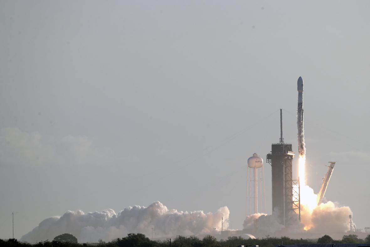Start rakety společnosti SpaceX 18. března