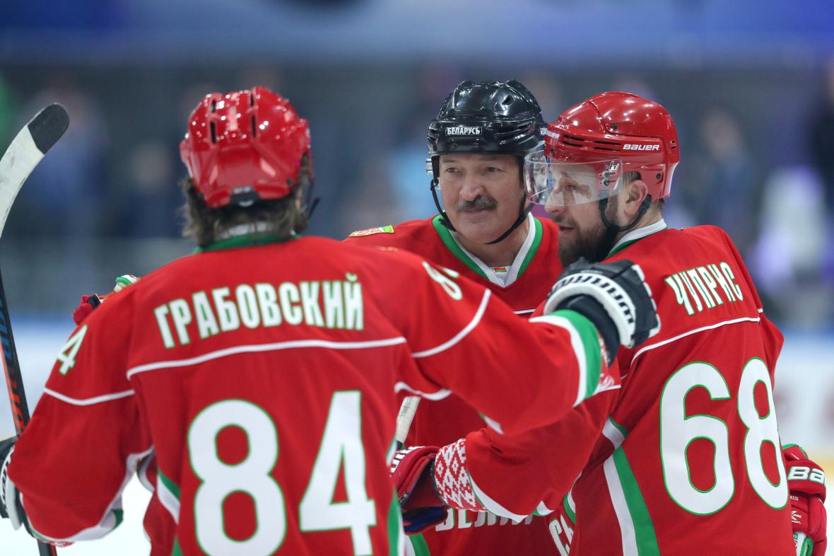 Alexandr Lukašenko na hokeji 28. března