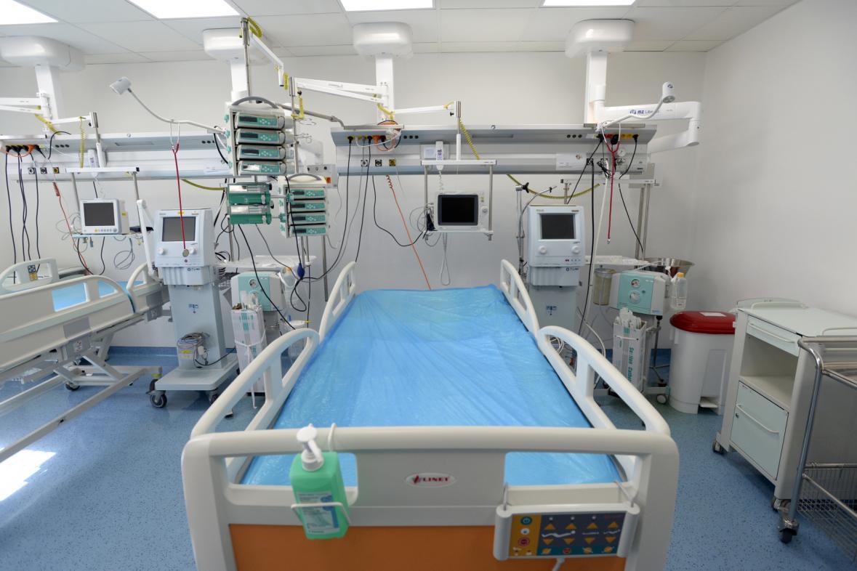 Lůžko s plicní ventilací