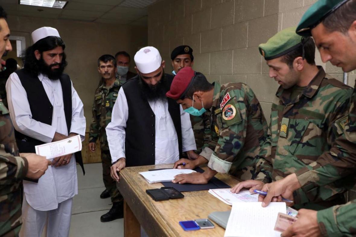 Propouštění vězňů z řad Talibanu