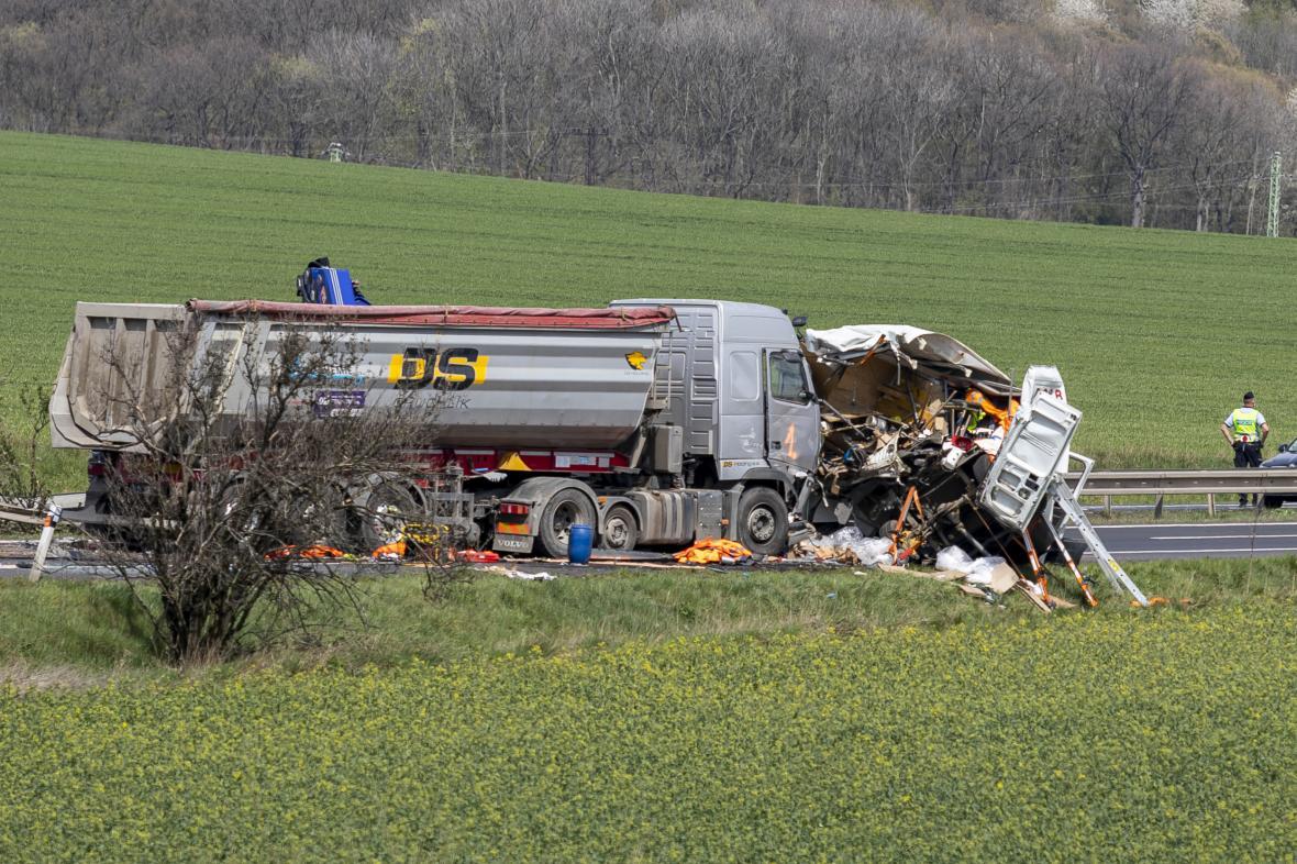 Kamion po nehodě na Teplicku