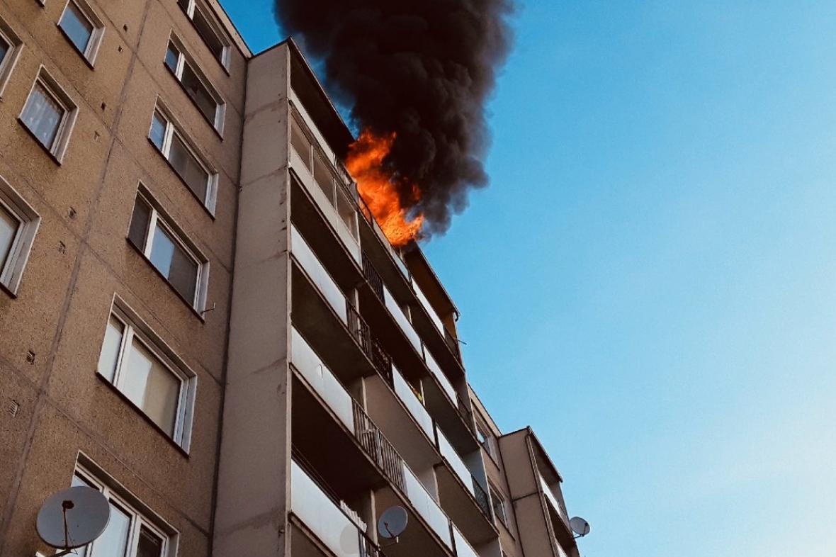 Požár v šumperském paneláku