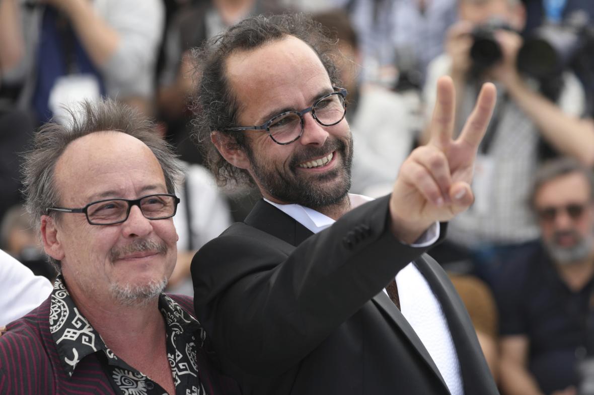 Cédric Herrou (vpravo) byl francouzským soudem ve středu osvobozen.