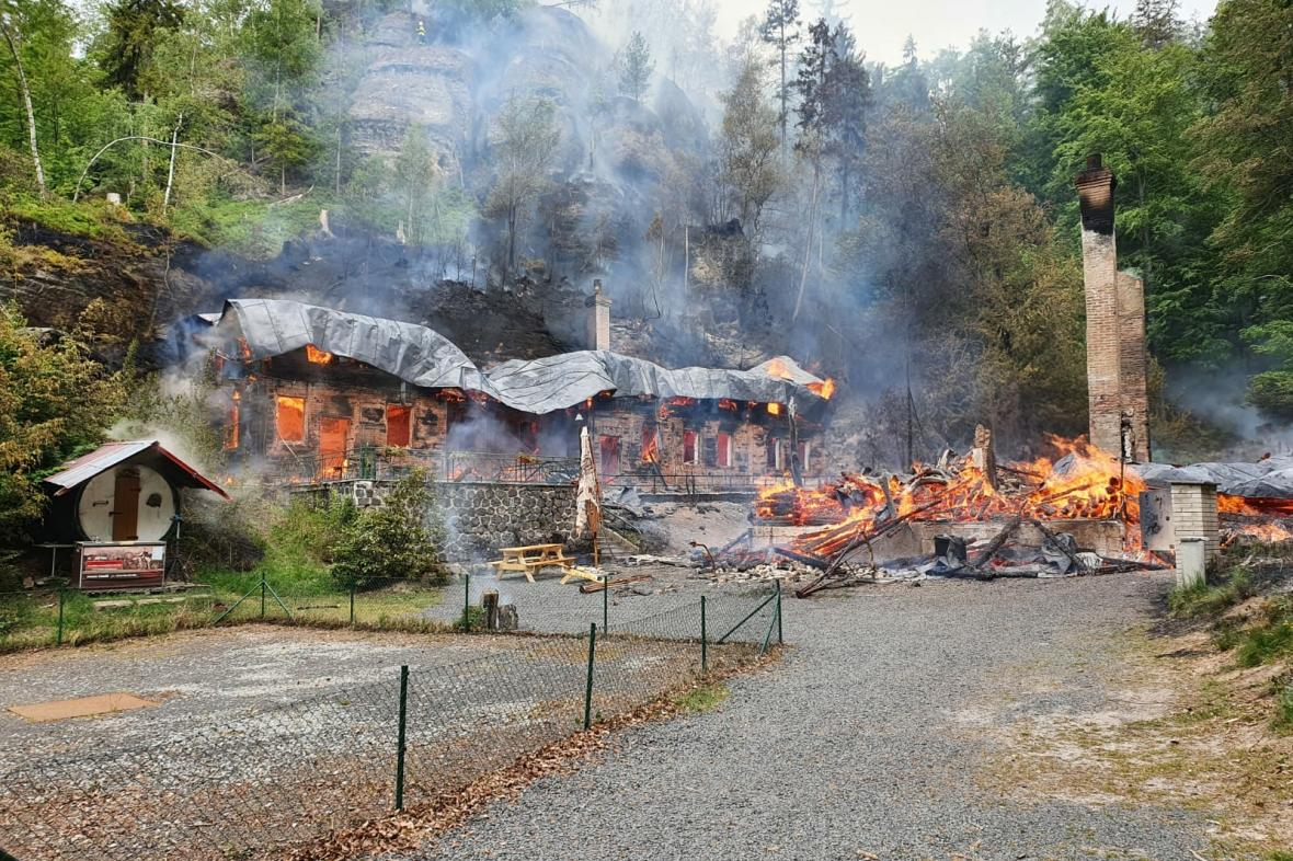 Požár chat Na Tokáni
