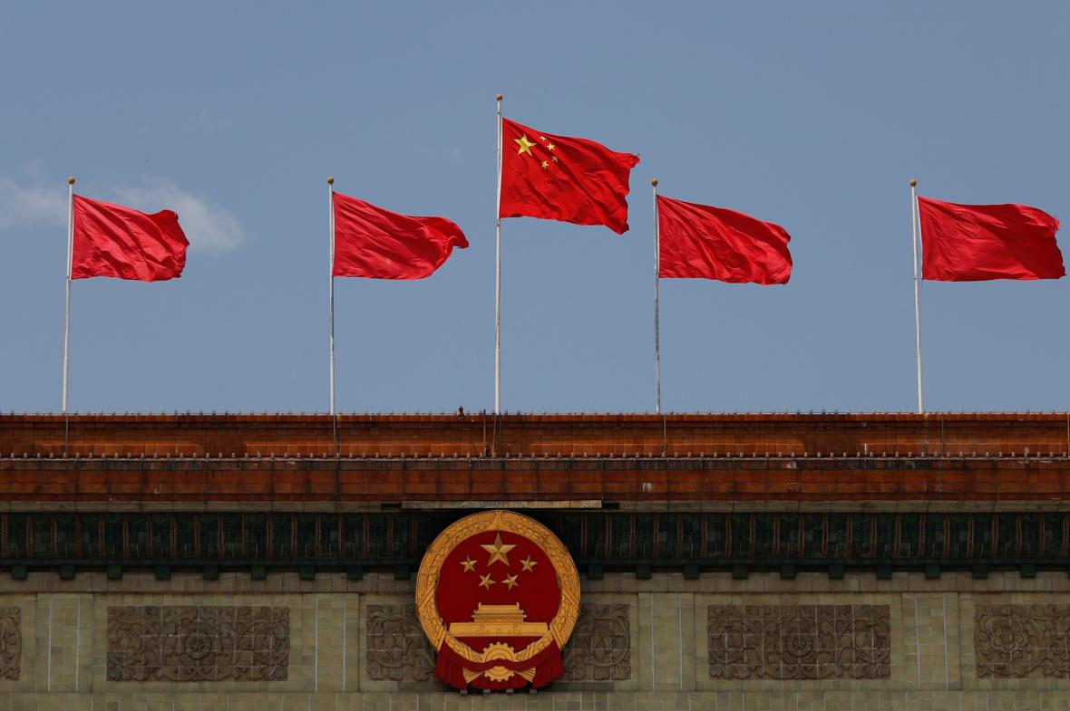 Největší parlament světa se schází ve Velkém sálu lidu na náměstí Nebeského klidu v Pekingu