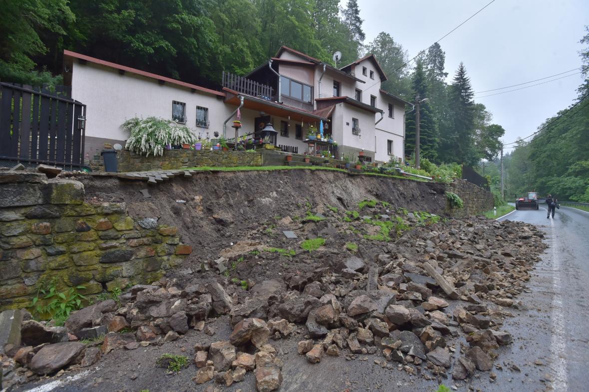 Zřícená zeď v Lokti