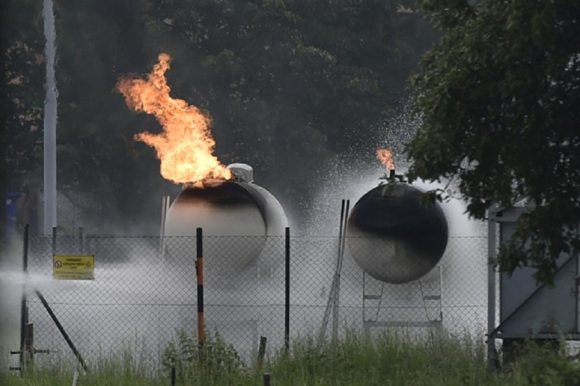 Požár plynových nádrží v Českém Těšíně