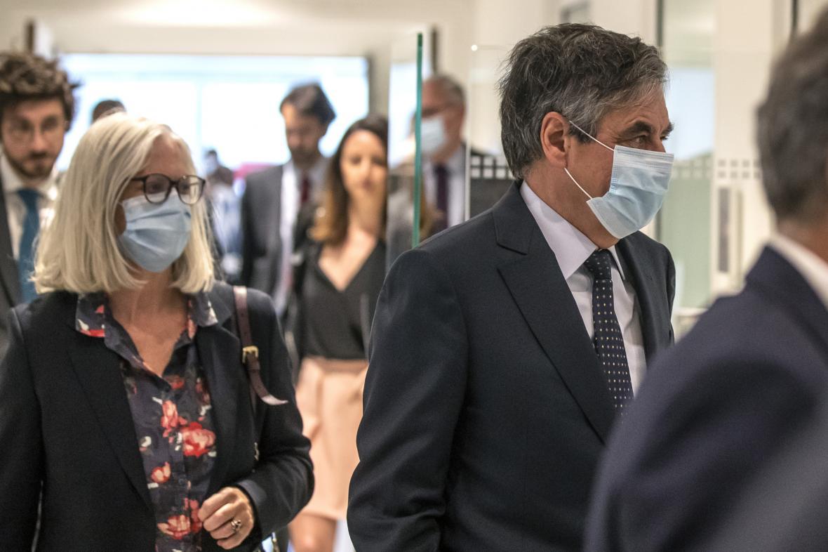 Manželé Fillonovi u soudu