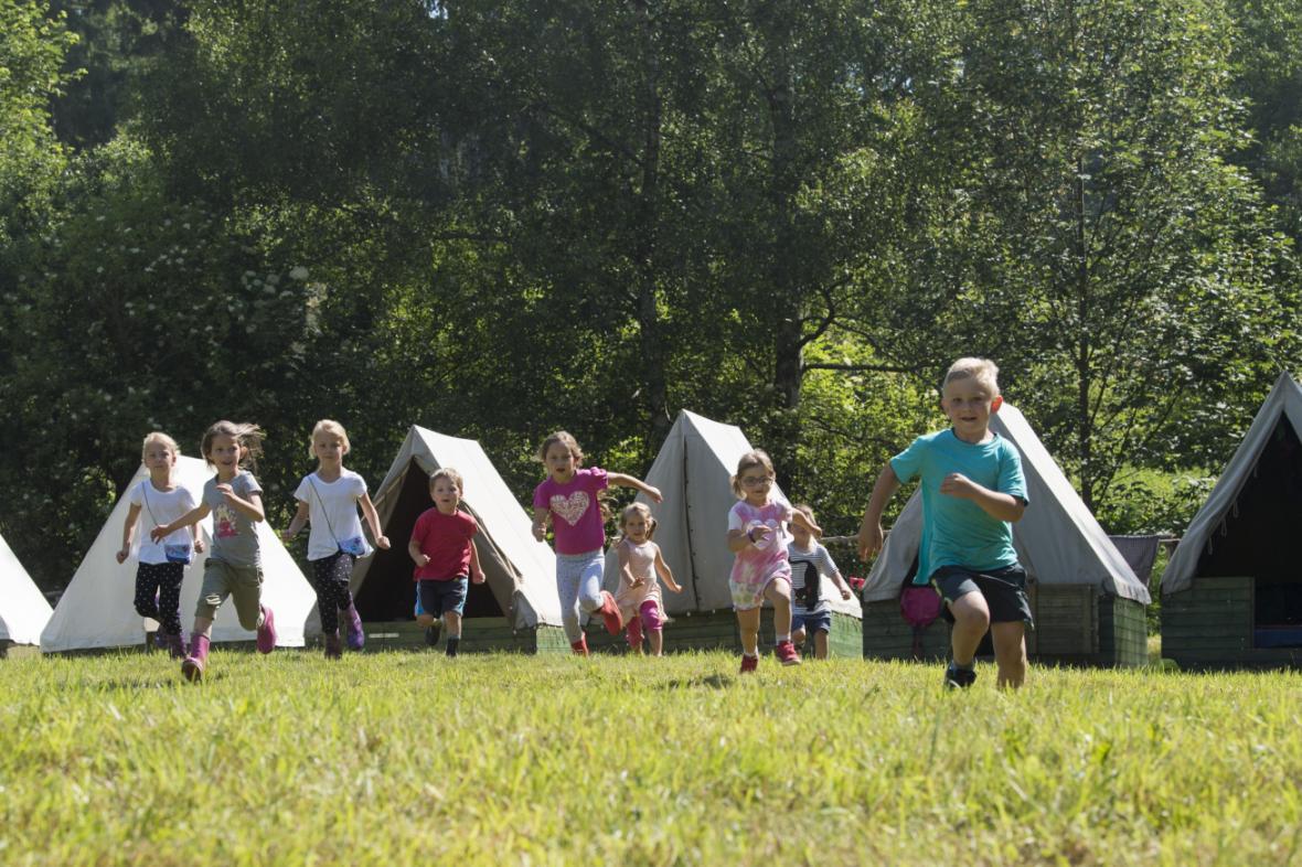 Děti na skautském táboře v Chotěnicích na Trutnovsku