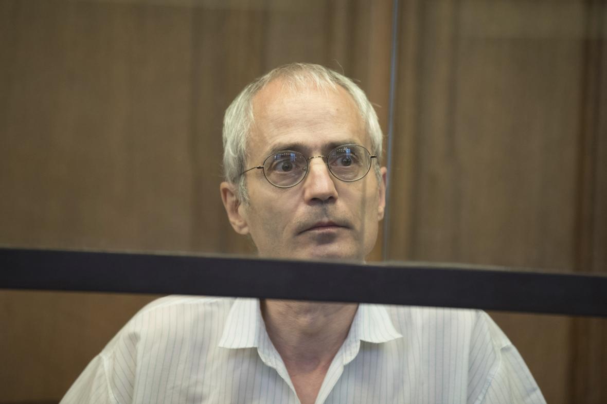 Gregor S. před soudem