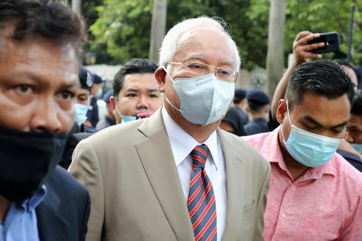Najib Razak přichází k soudu