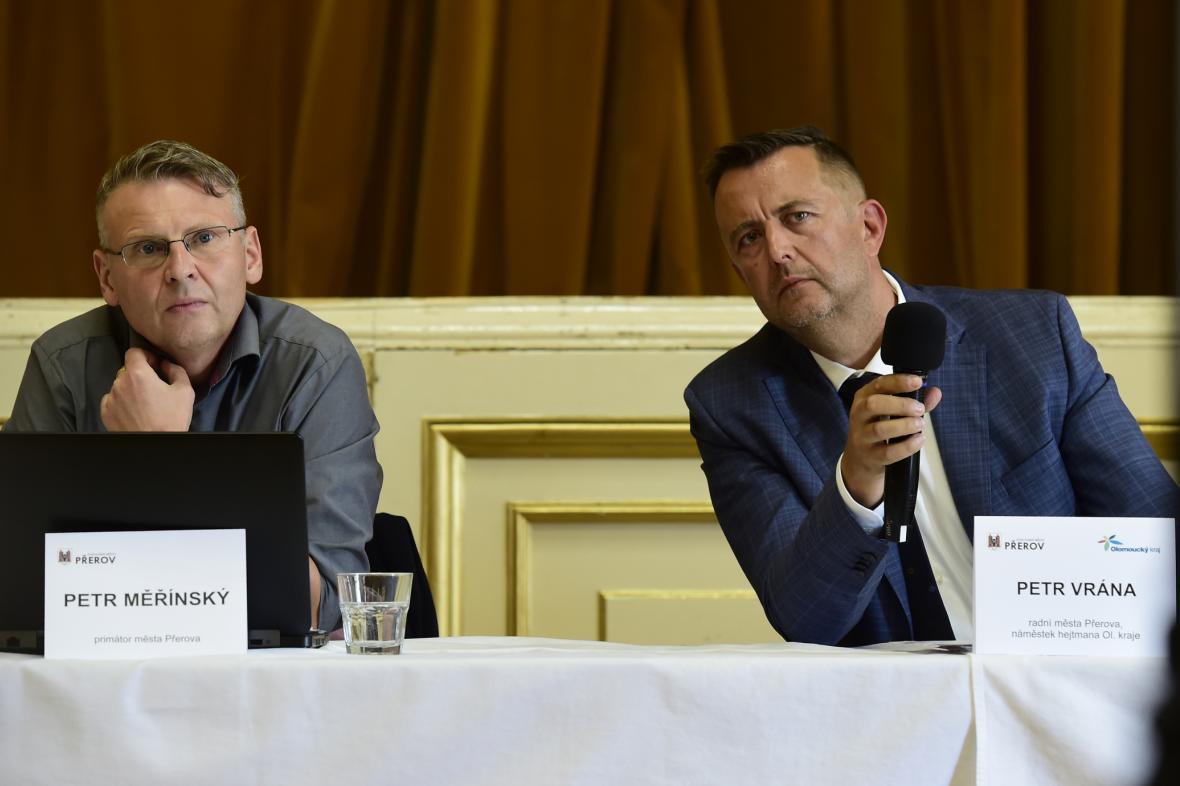 Petr Vrána (ANO, vpravo)