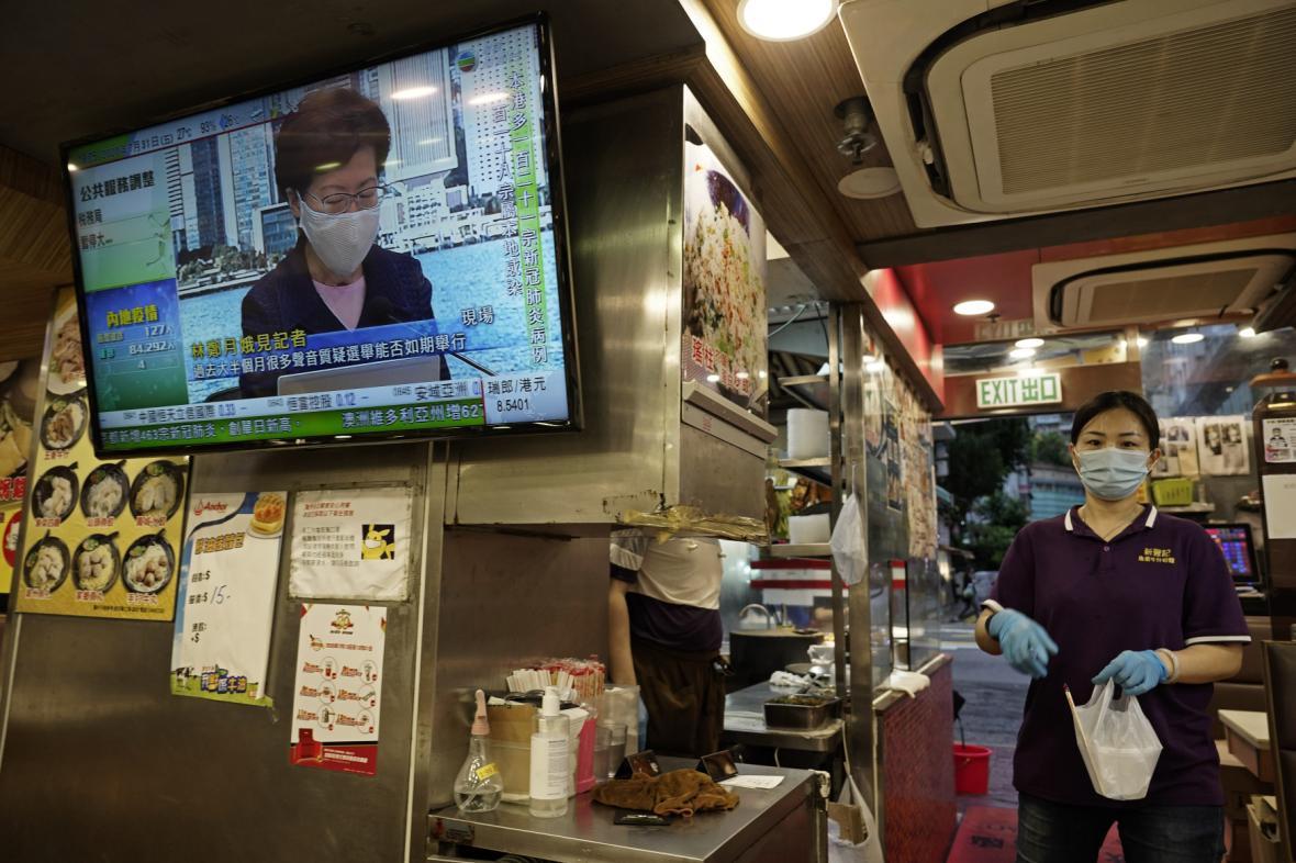 Hongkongská správkyně Carrie Lamová oznámila odložení voleb