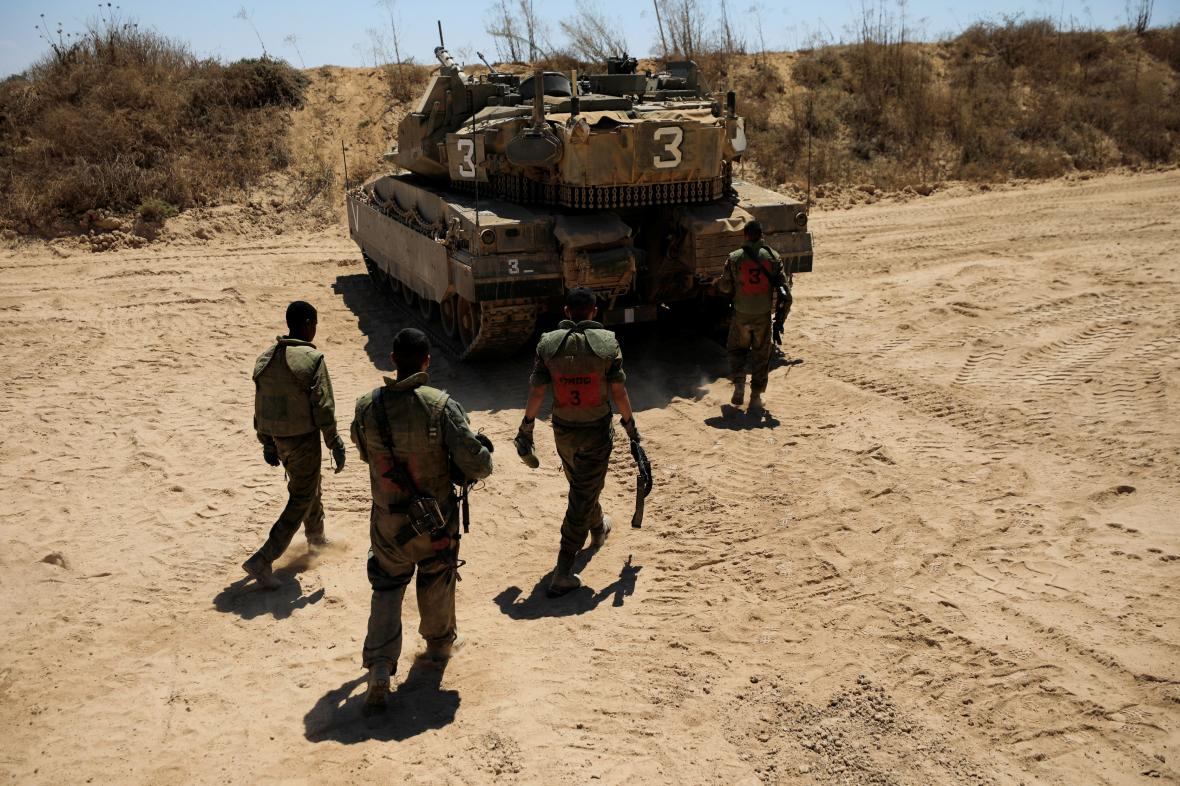 Izraelští vojáci na hranici s Gazou