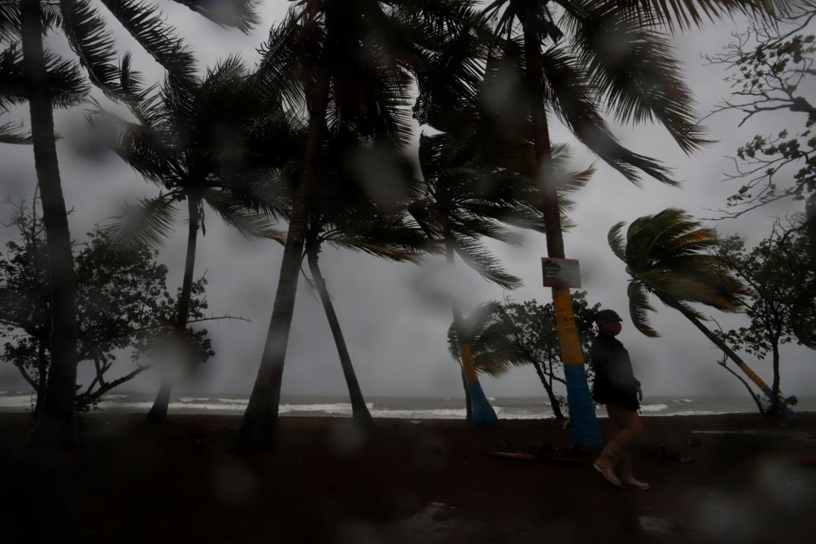 Jeden z možných hurikánů, Laura, se prohnal nad Portorikem