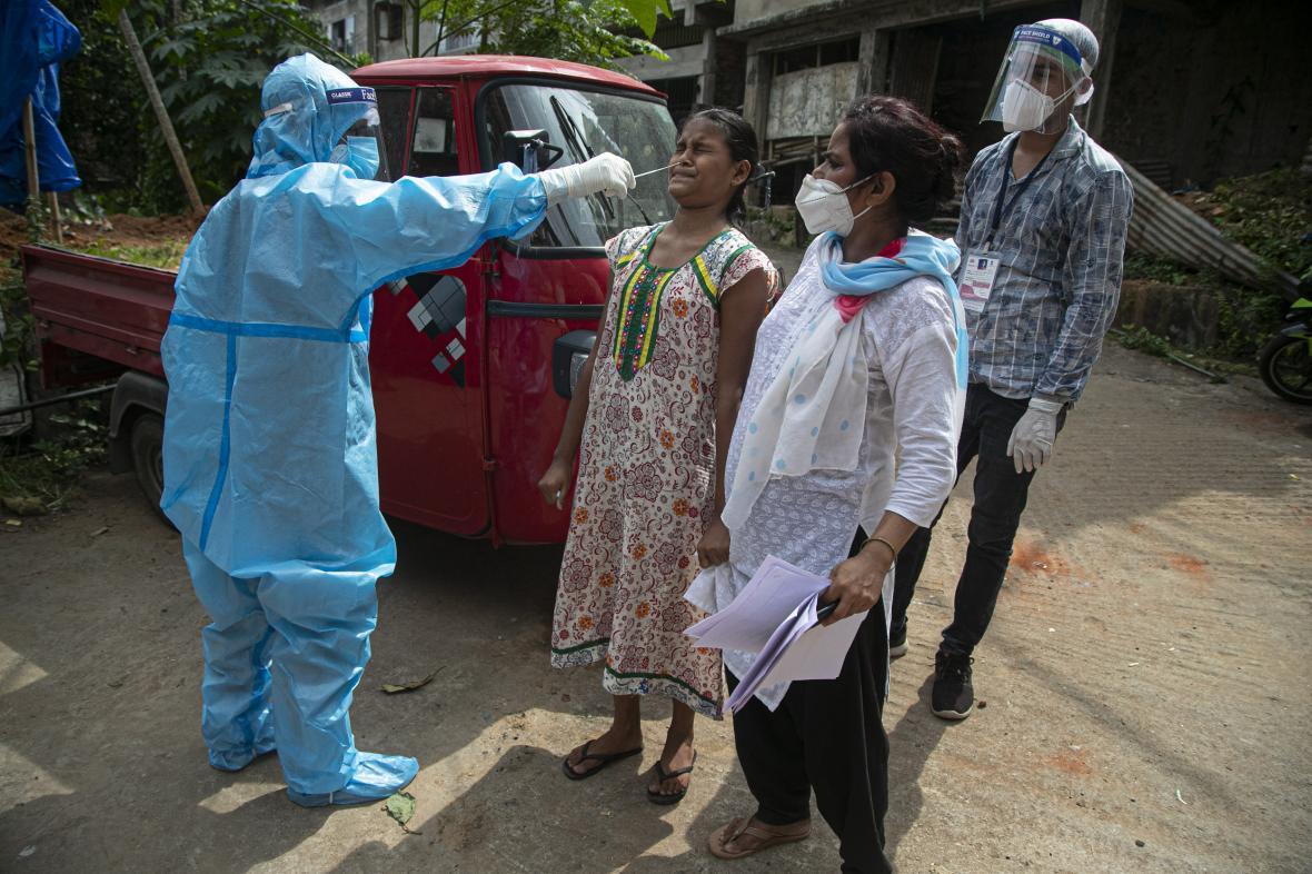 Testování na koronavirus v indickém Gauhátí