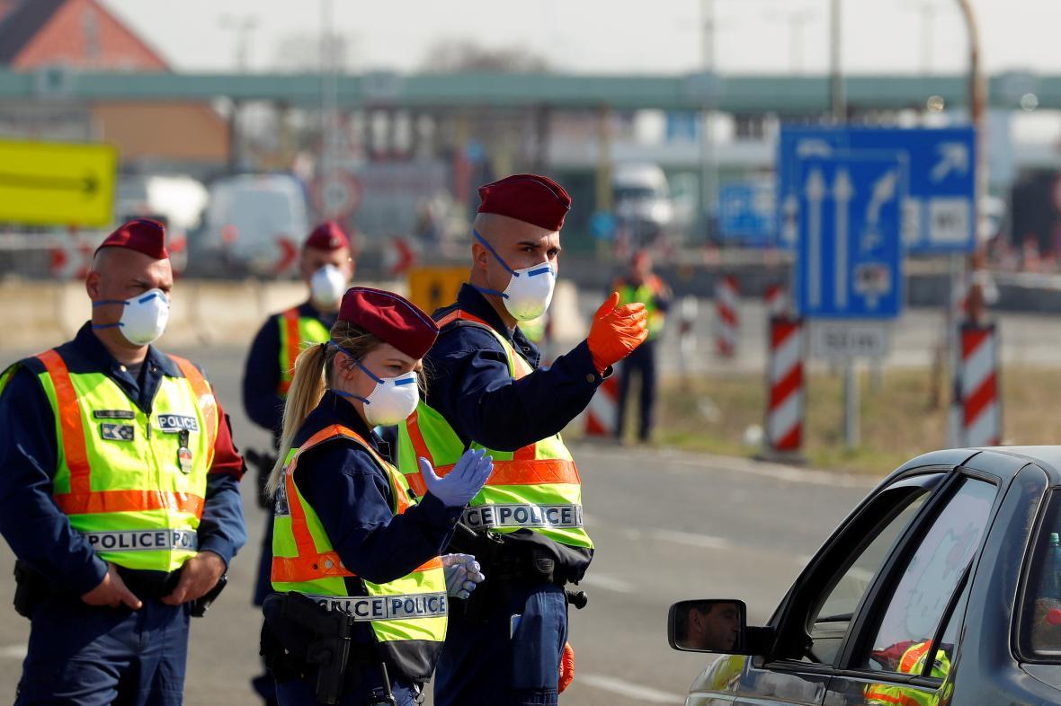 Maďarští policisté na hranici