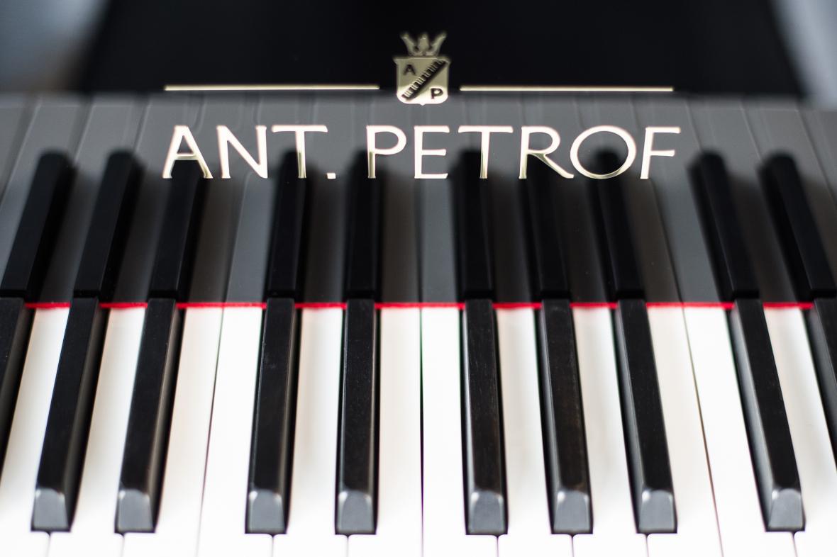 Piano Petrof - ilustrační foto